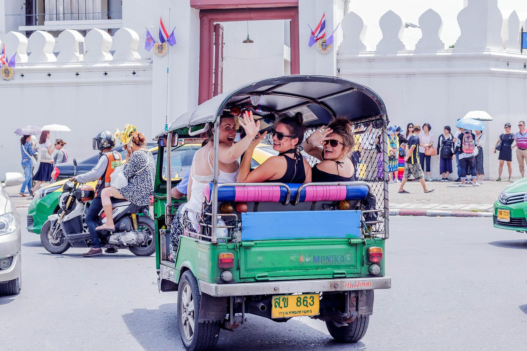 tourist-on-a-tuk-tuk-auto-thailand