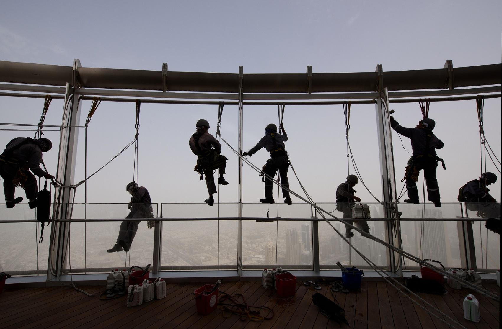 burj khalifa window cleaner