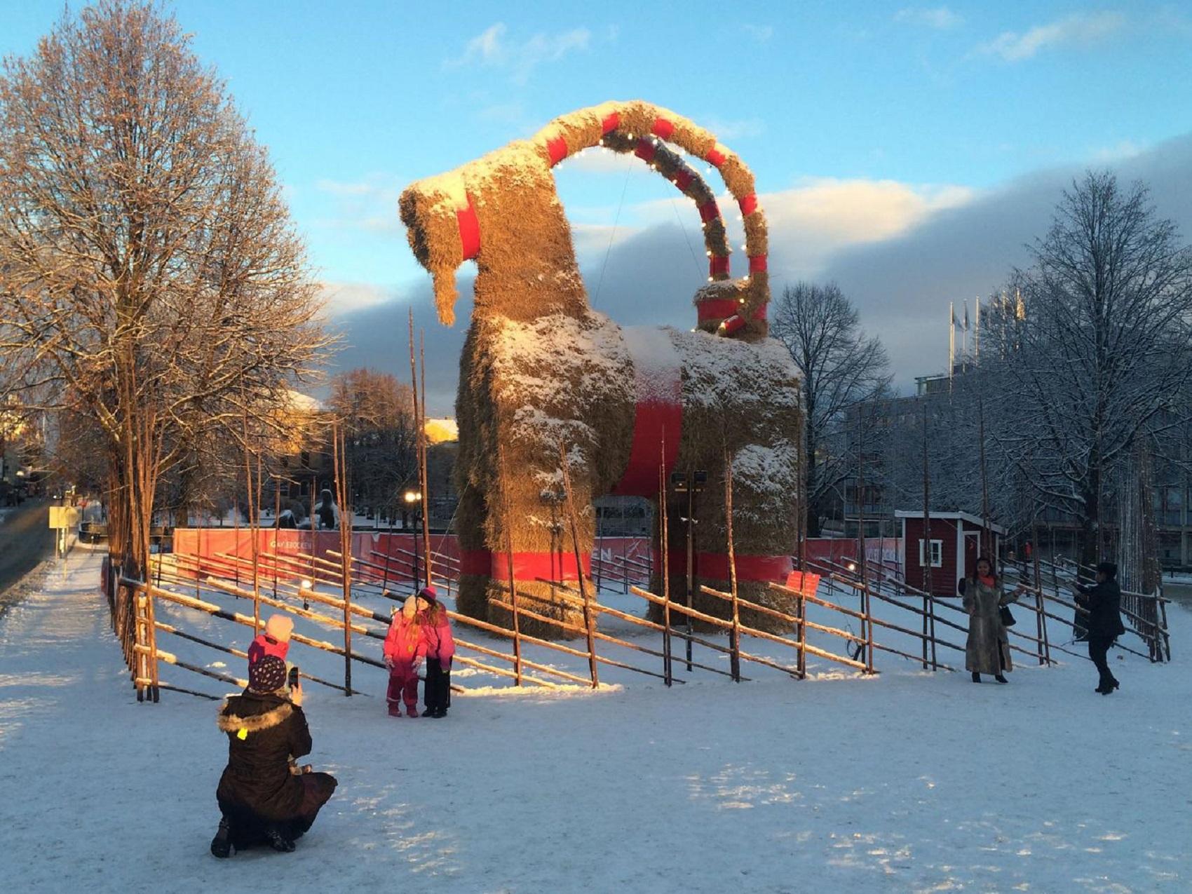 gavle-goat-weird-christmas-tradition