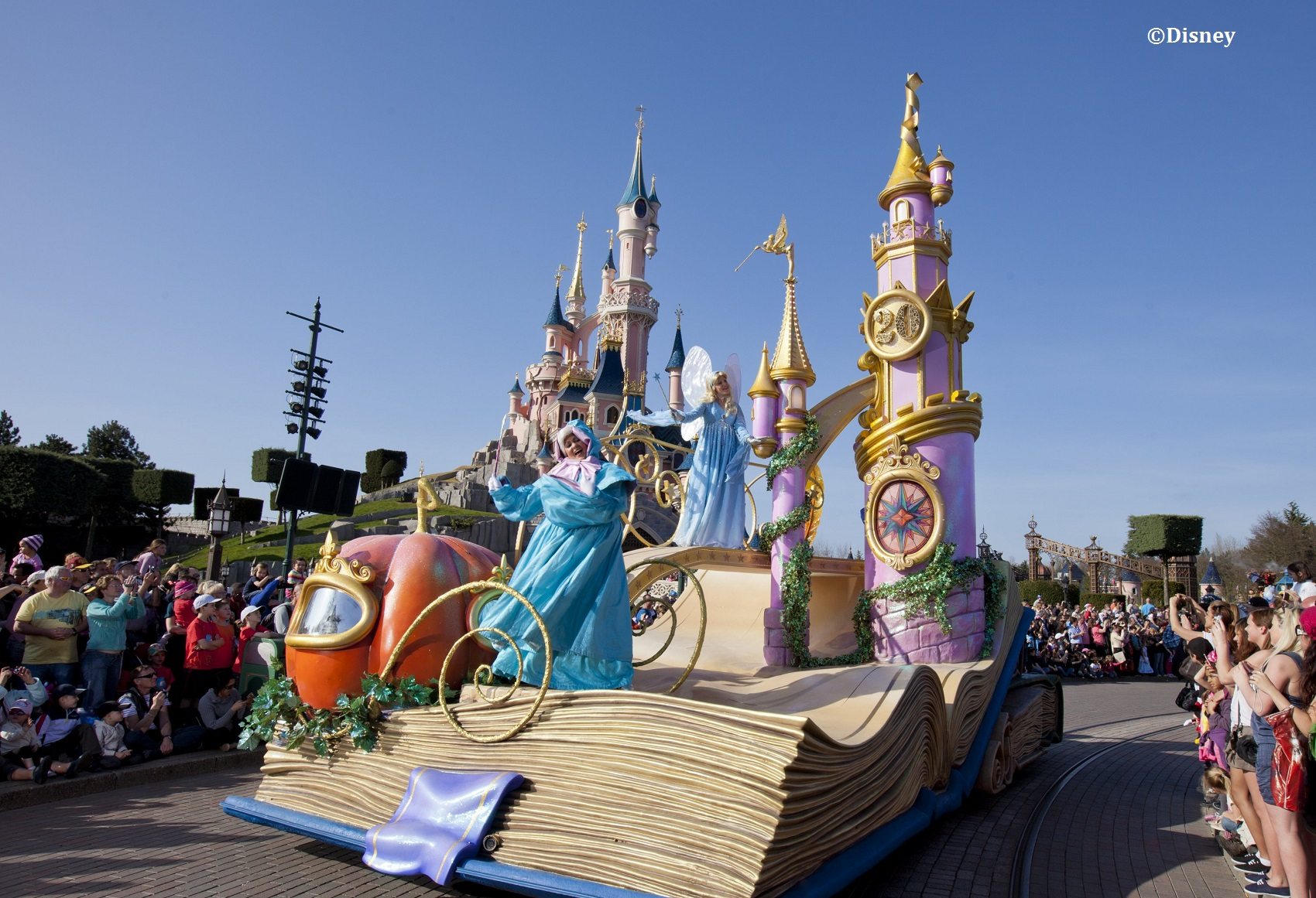 The Dos and Don'ts of Disneyland Paris | The Guidebook - isango!