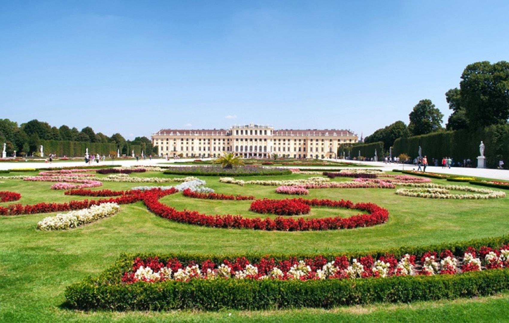 Schonbrunn-castle