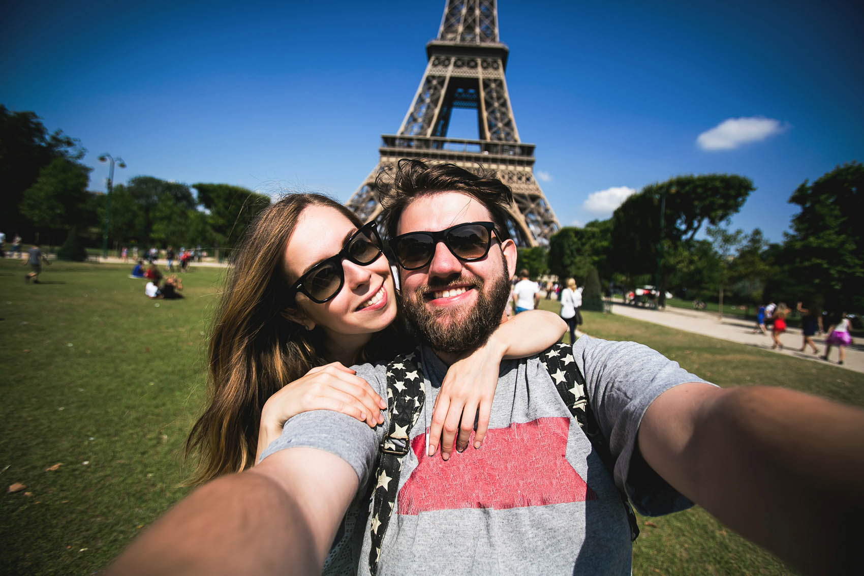 Selfie-In-front-of-the-Eiffel-Tower