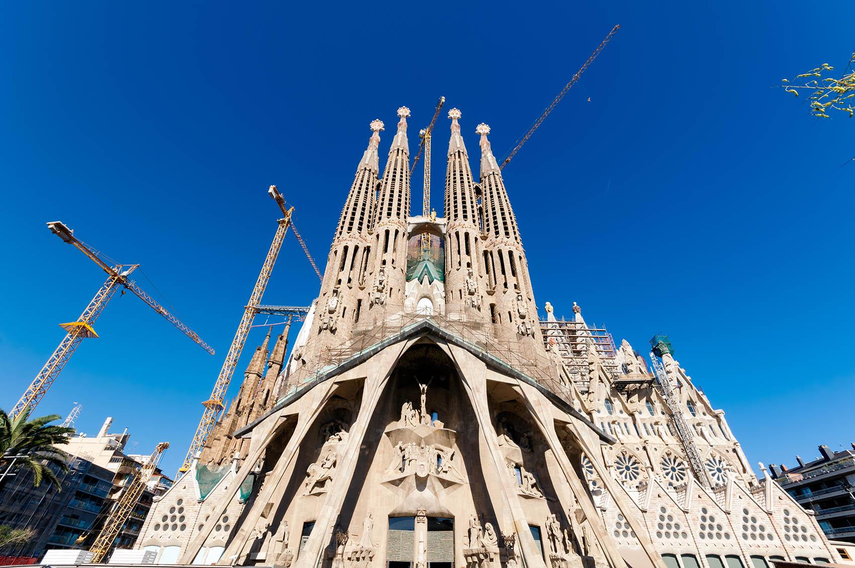 construction-of-sagrada-familia