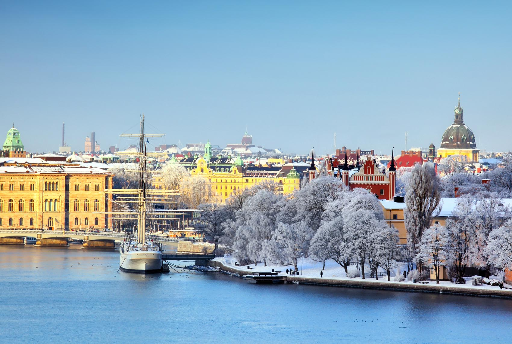winter-boating-stockholm