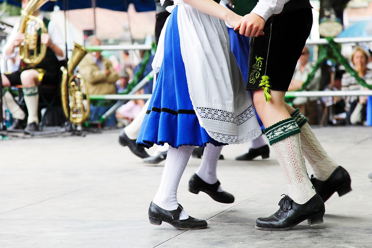 oktoberfest-dancing