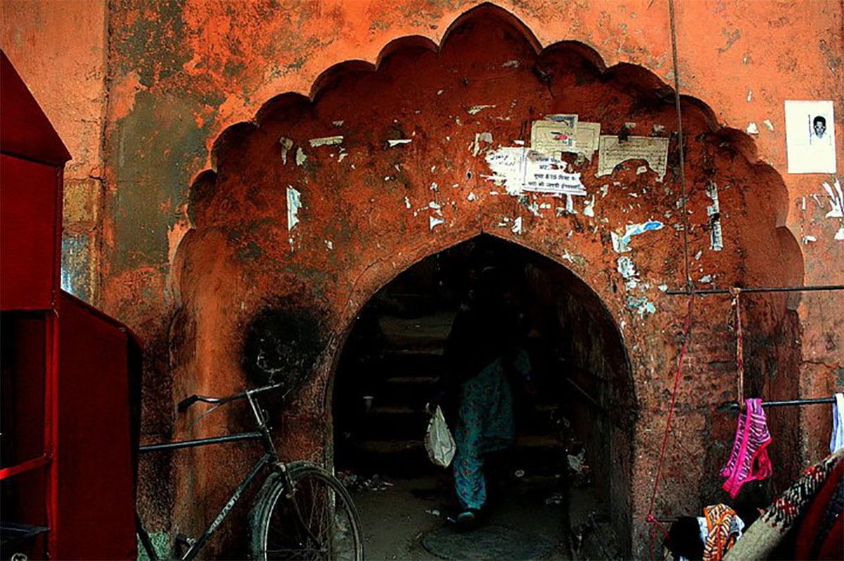 delhi's-spiritual-quarter-archway