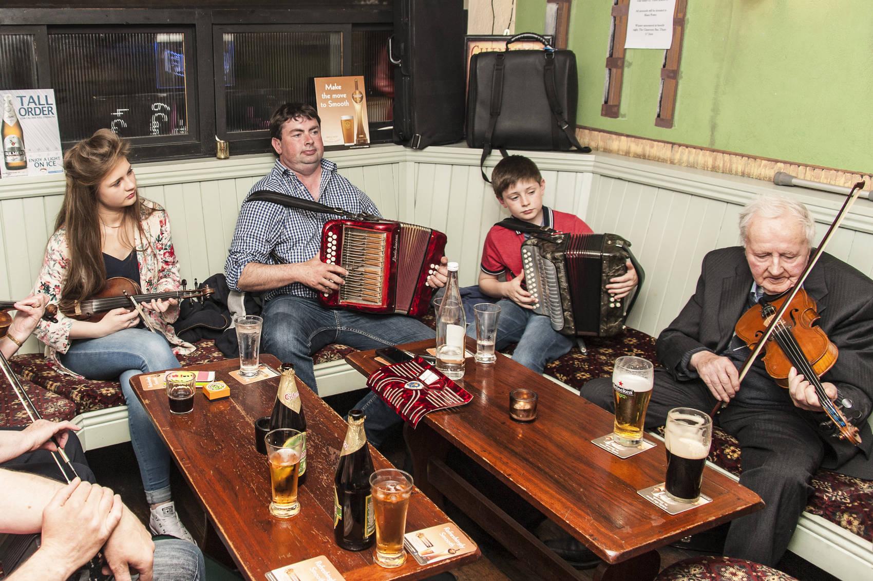 belfast-Irish-singing