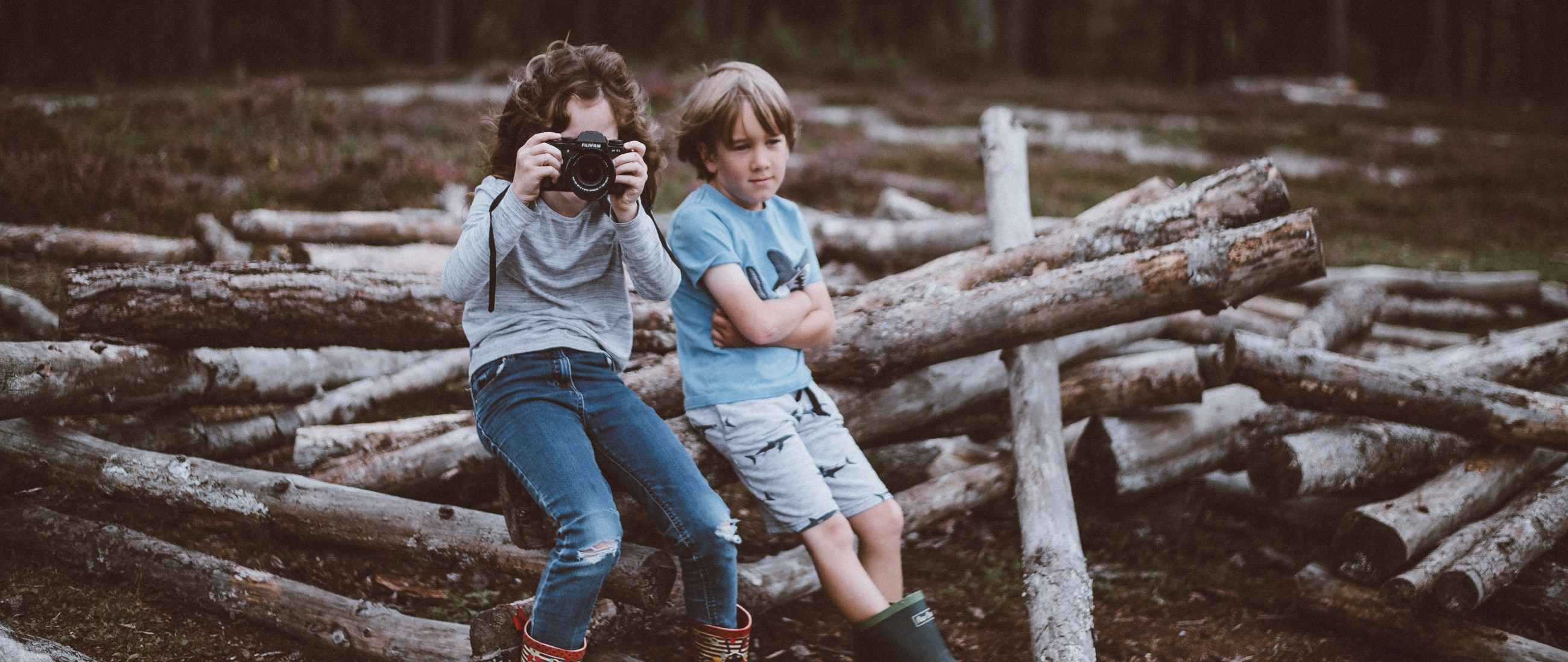 kids engaged travellers photography