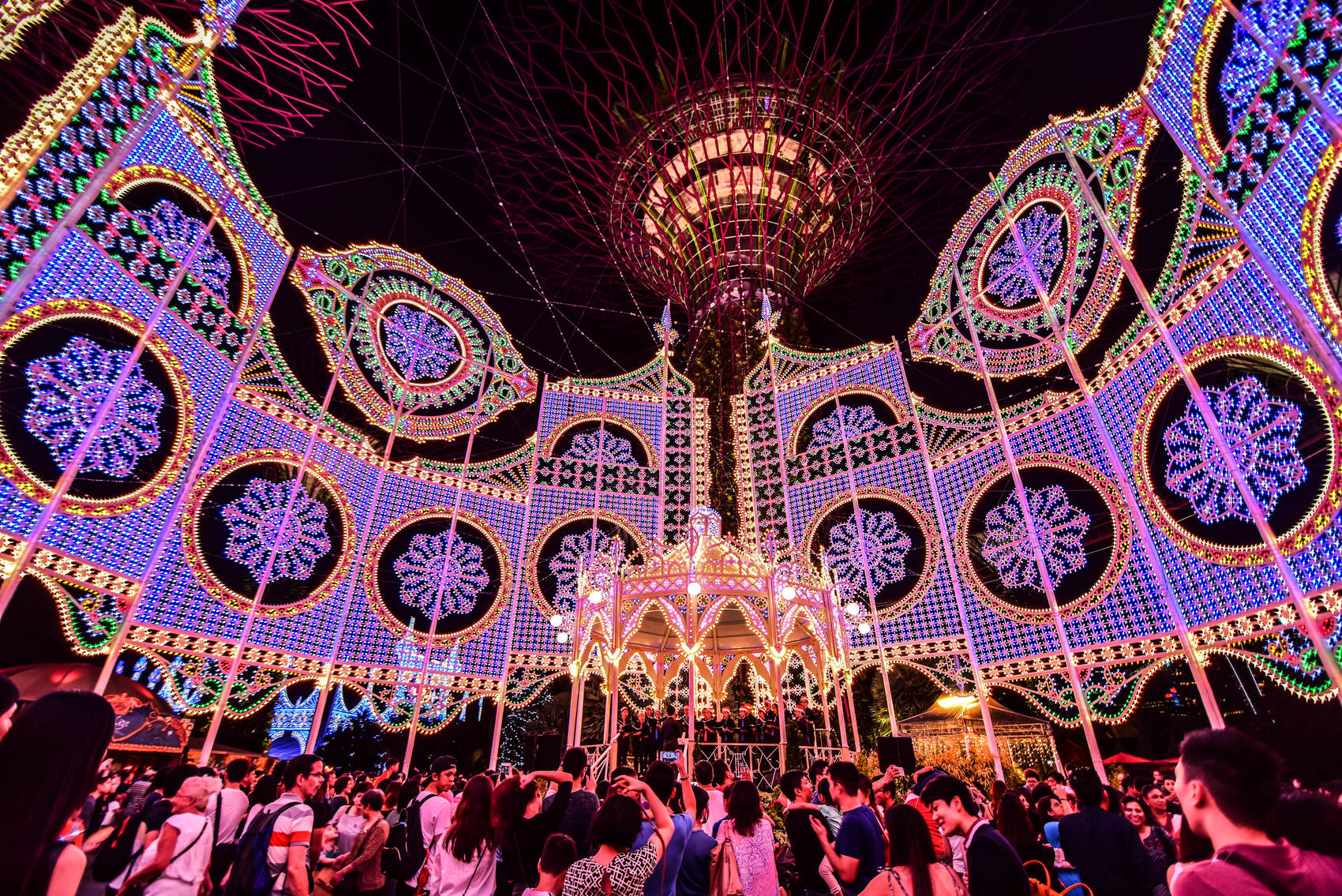 Christmas-in-Singapore-gardens-by-the-bay