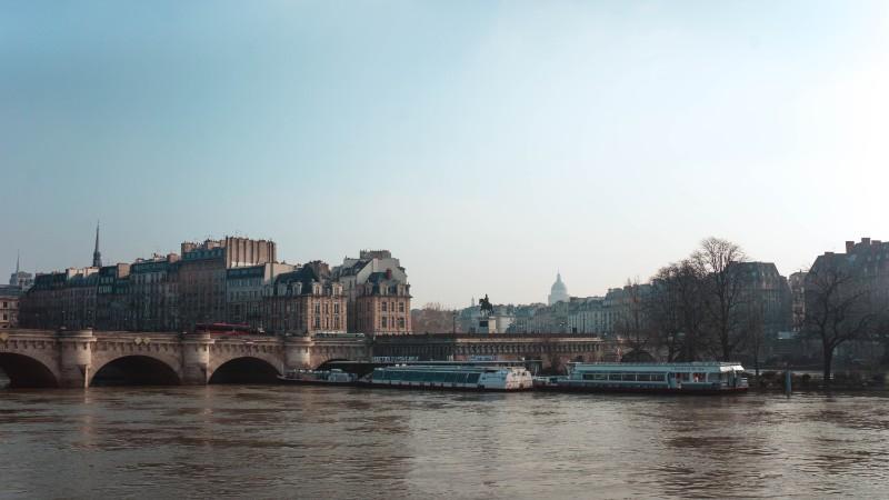paris new bridge facts
