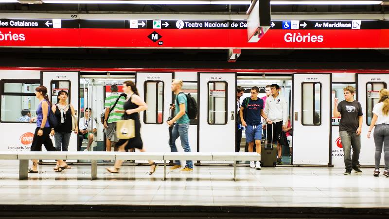 Barcelona-Do's-&-Don'ts-Metro