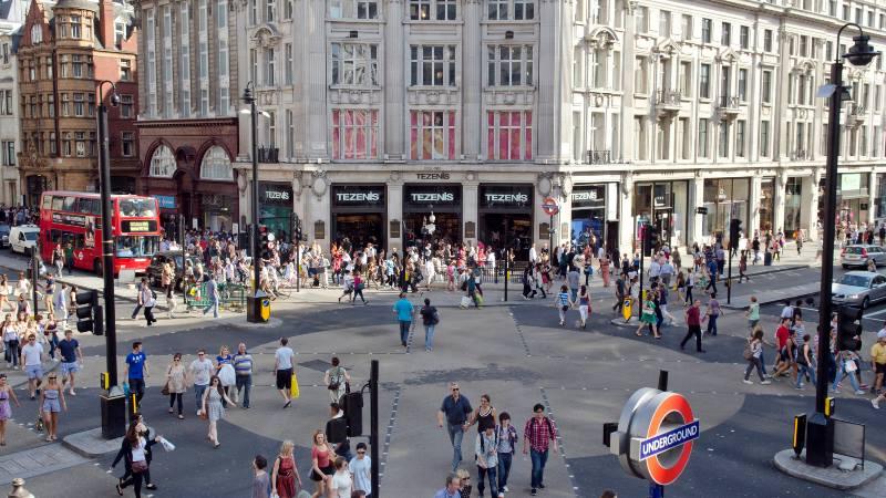 London-shopping-Oxford-Street