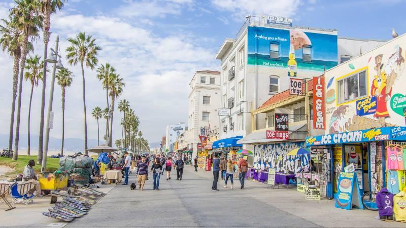 Tinsel-town-Venice-beach