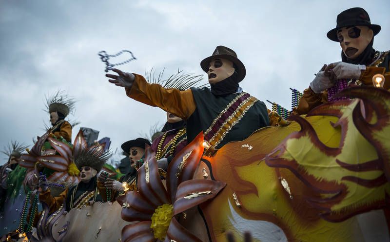 top-best-things to do during mardi gras-throw