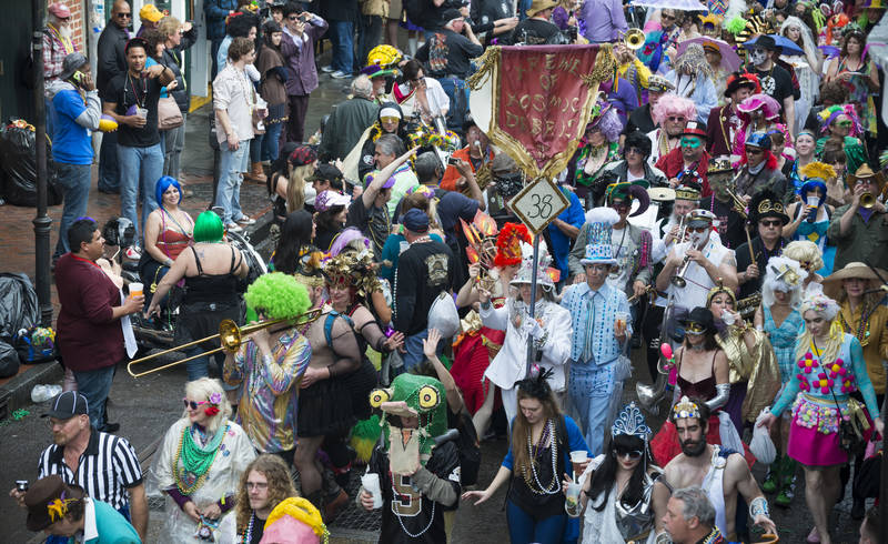 top-best-things to do during mardi gras-parade