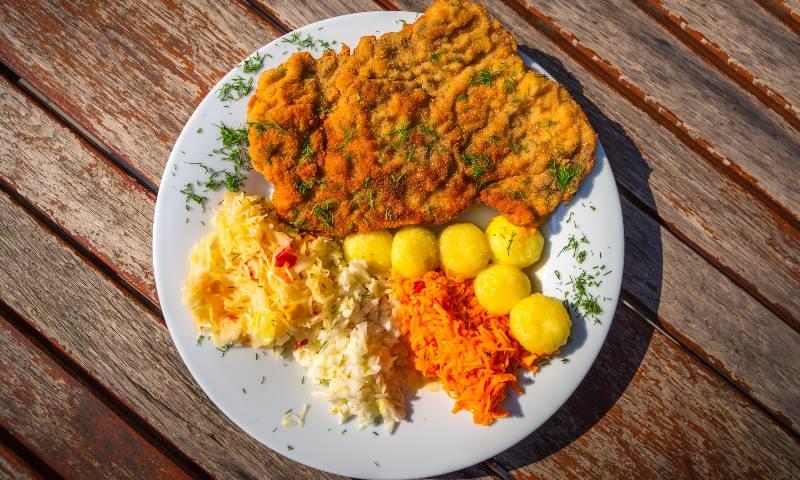 Krakow-food-kotlet-schabowy-z-kluskami