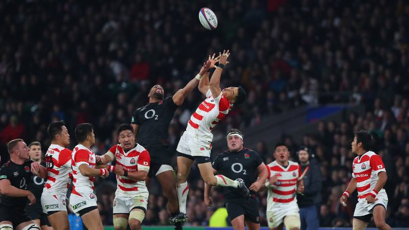 All-Blacks-and-Japan-players-jump-for-the-ball-at-Rugby-World-Cup