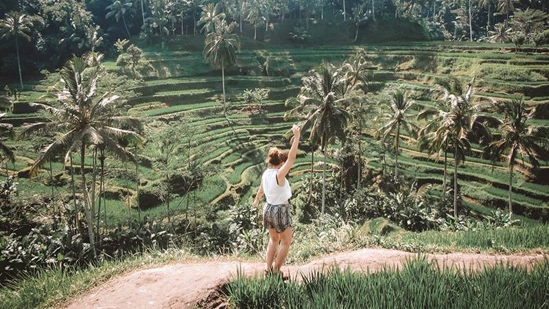 Lady-walking-among-the-rice-fields-travelling-solo