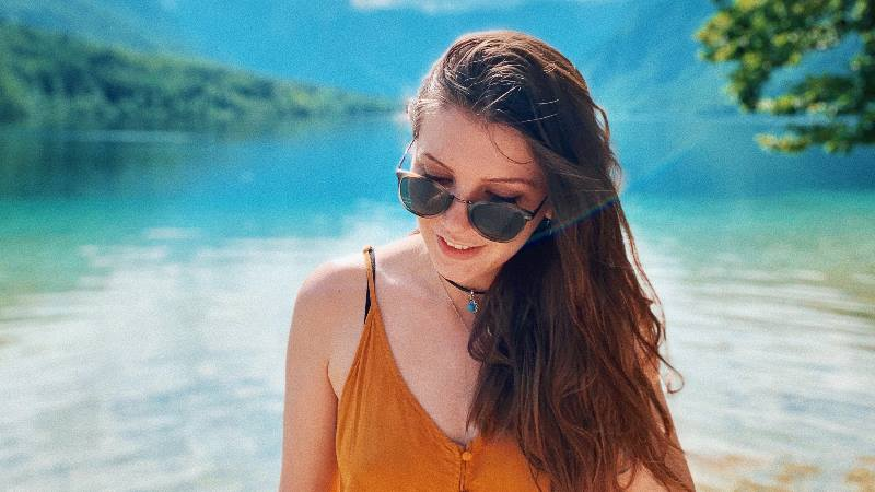 Female-solo-travel-portrait