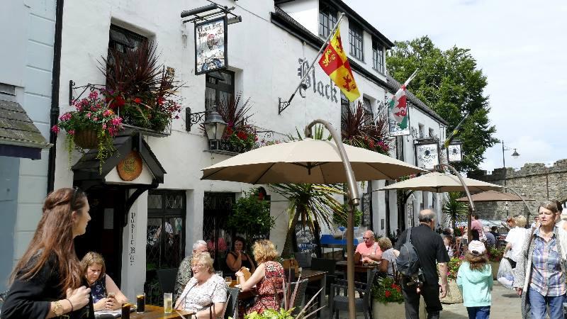 Wales-pub-in-Caernarfon