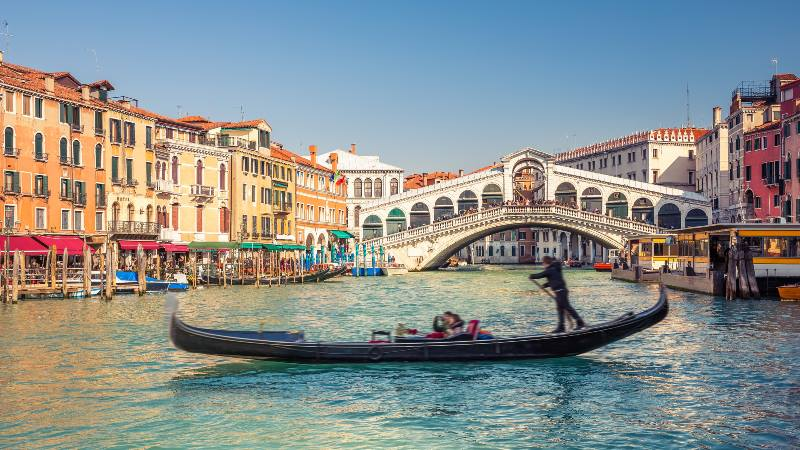 Gondola-in-Venice-Italy-Christmas-Gift-ideas