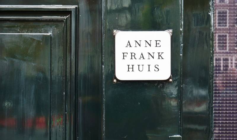 personal-experience-virtual reality tour-anne-frank-house-front-door