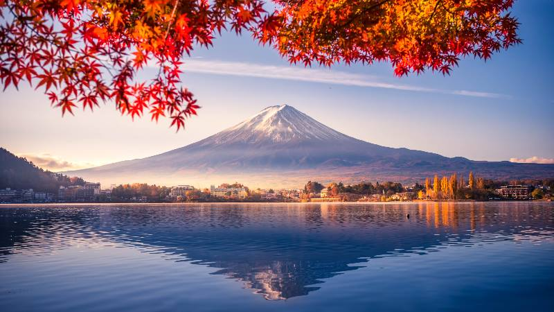 View-of-Mount-Fuji-with-the-volcano-reflected-in-the water-and-autumn-leaves
