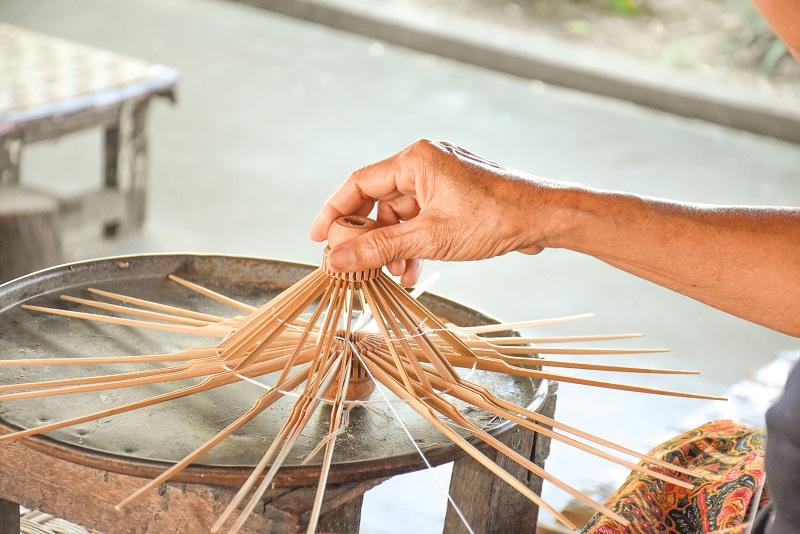 Traditional_umbrella_making