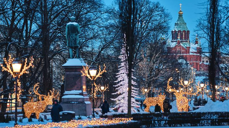 Winter-Helsinki-Christmas-Lights