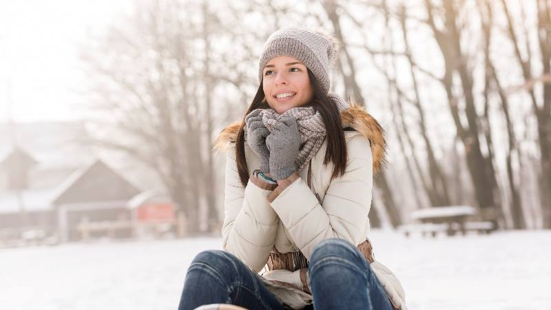 lady-sitting-in-the-cold-nordic-winter-smiling