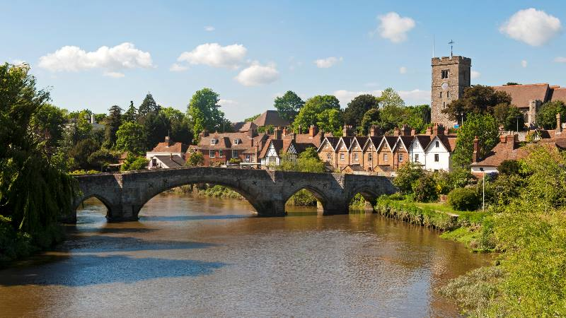 A-view-of-Aylesford-in-Kent-bridge-and-river-in-Kent-England