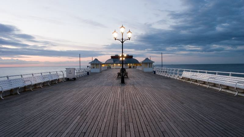 Seaside-town-of-Cromer-in-England-view-along-the-pier