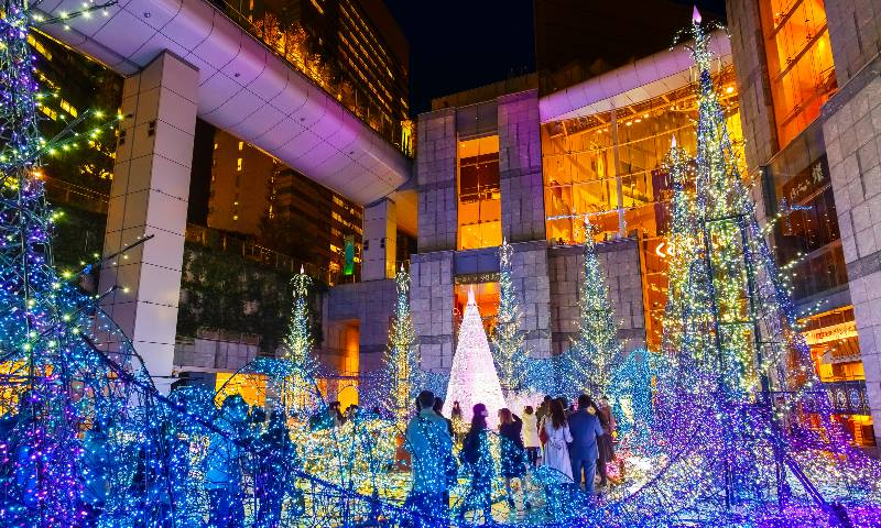 Christmas-in-Japan-lights-at-a-shopping-mall