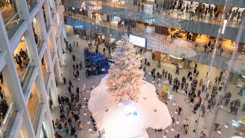 Christmas-in-Japan-lights-and-christmas-tree-in-the-shopping-mall