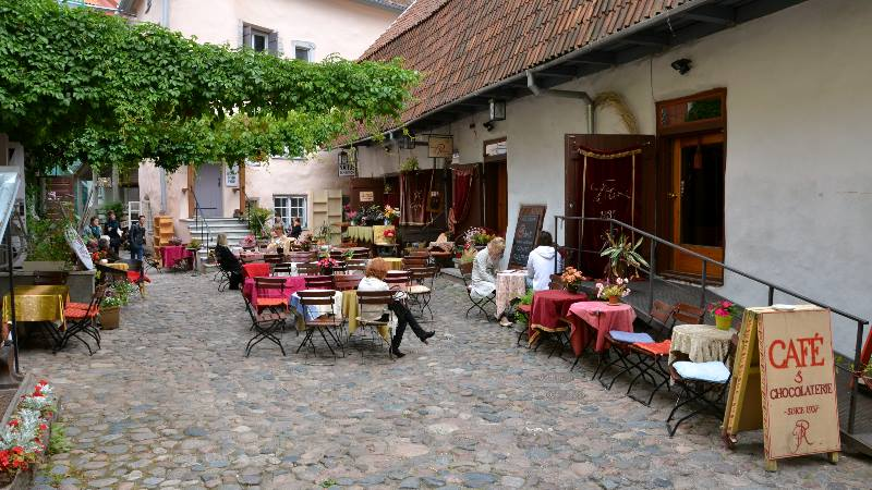Summer-terrace-of-traditional-cafe-and-chocolaterie-in-historical-town-of-Tallinn