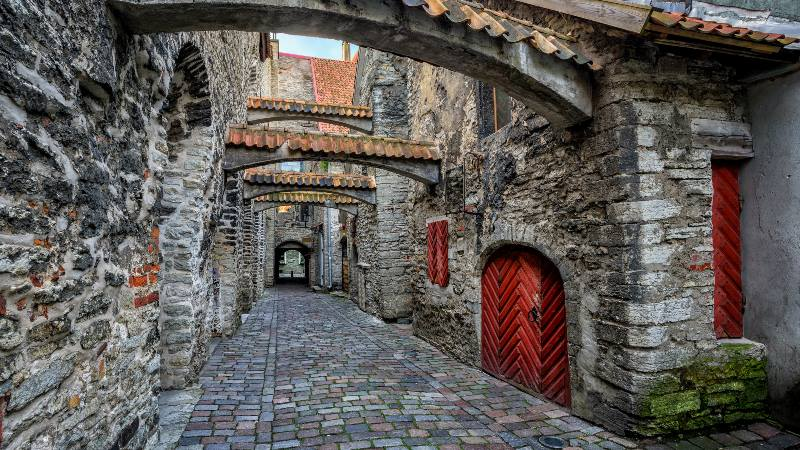 The-St-Catherine's-Passage-is-historical-cobbled-street-in-the-old-town-of-Tallinn-Estonia