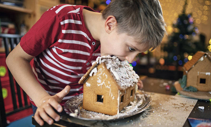 traditional-ways-celebrate-christmas in america-gingerbread houses