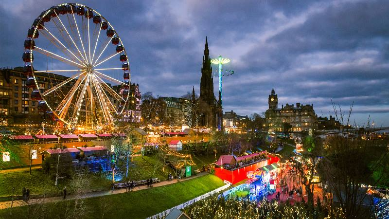 Big-wheel-and-Christmas-lights-in-Edinburgh-Christmas-in-the-UK