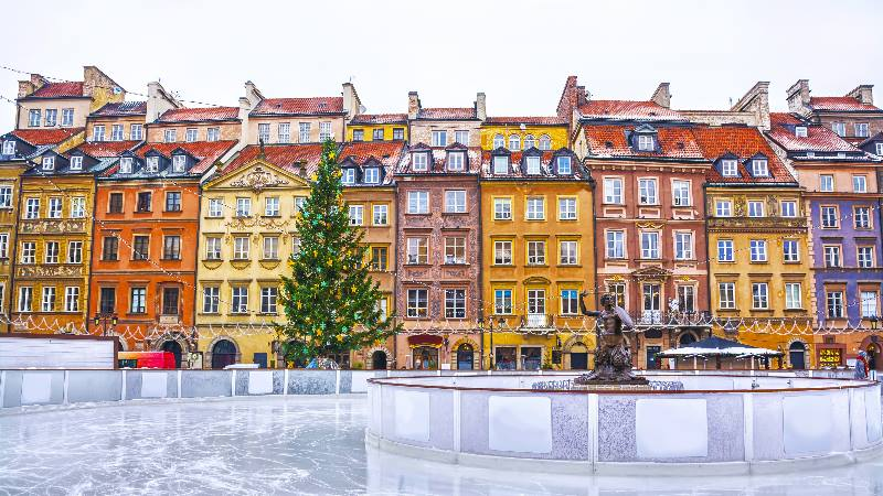 Ice-rink-in-the-old-town-of-Warsaw