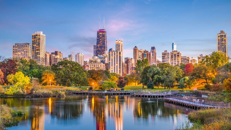 Chicago-Illinois-USA-downtown-skyline-from-Lincoln-Park-at-twilight-isango-2020
