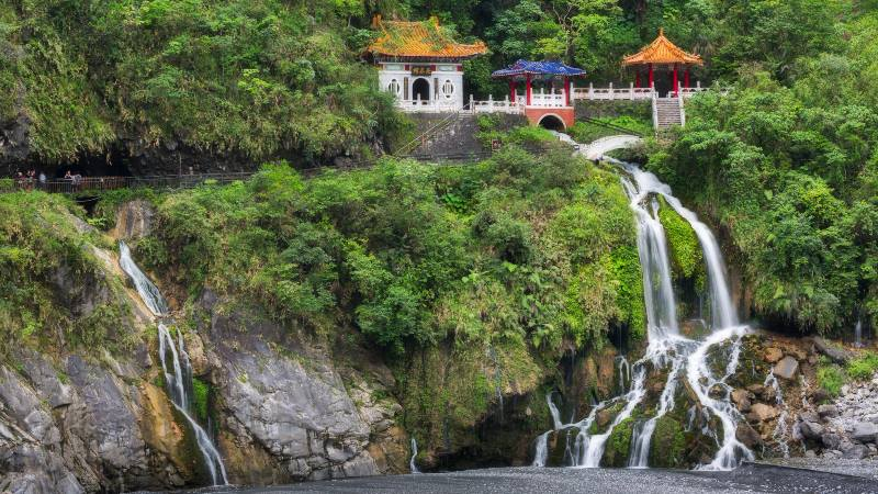 5-places-solo-Taiwan-view-of-waterfalls
