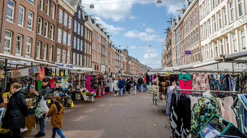 View-of-street-with-market-stalls-in-De-Pijp-area