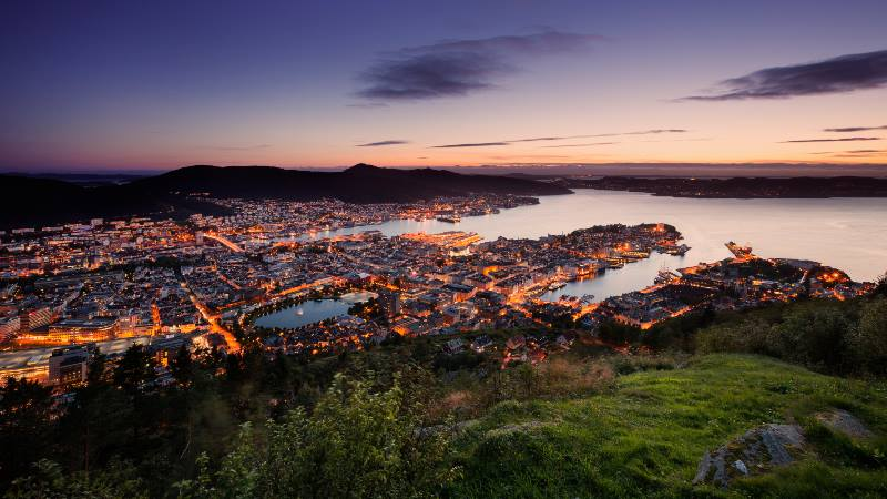 View-of-the-Bergen-at-sunset-with-clear-sky