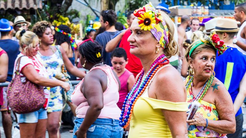 lady-wearing-a-yellow-costume-at-the-Rio-carnival