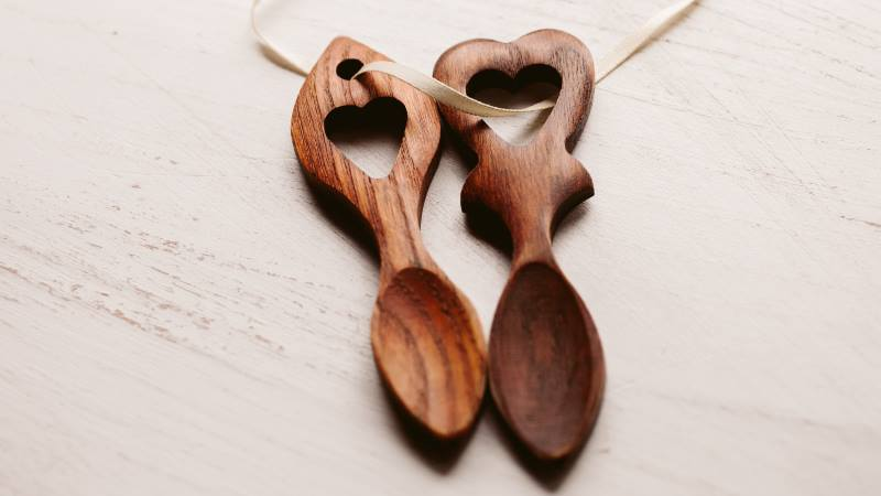 Wooden-love-spoons-handed-out-between-couples-on-a-Valentine-Day-tradition