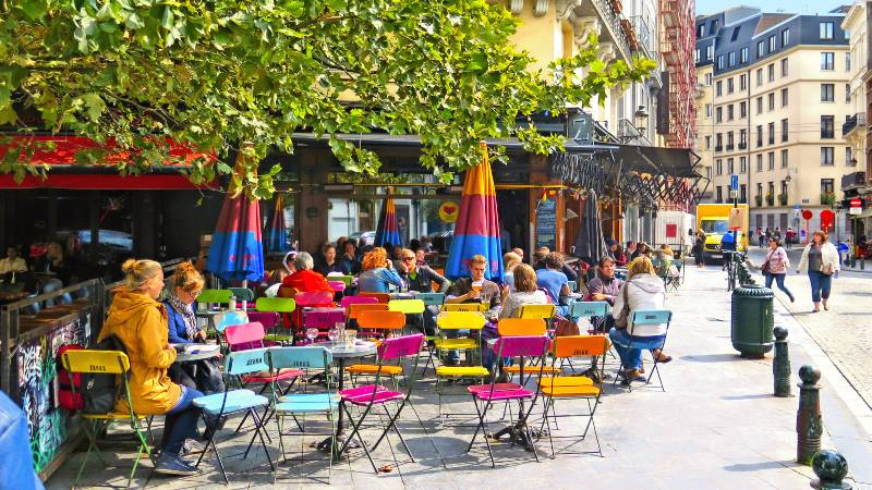 Street-scene-of-brussels cafes-brussels-do's-and-don'ts