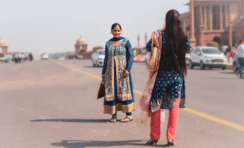 delhi do's & don'ts-first-timer's-guide-city-dress-conservatively