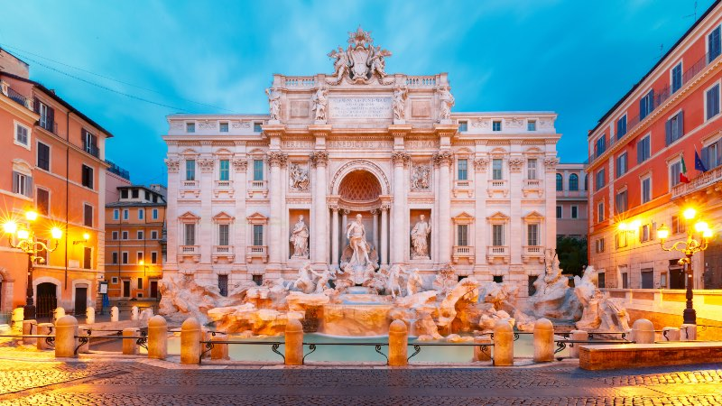 Trevi-Fountain-in-the-heart-of-Rome
